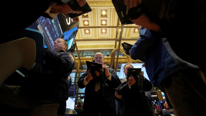 Dow fell almost 600 points due to Apple