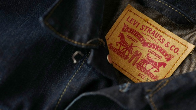 Levi Strauss, a maker of games, plans to become a public company again